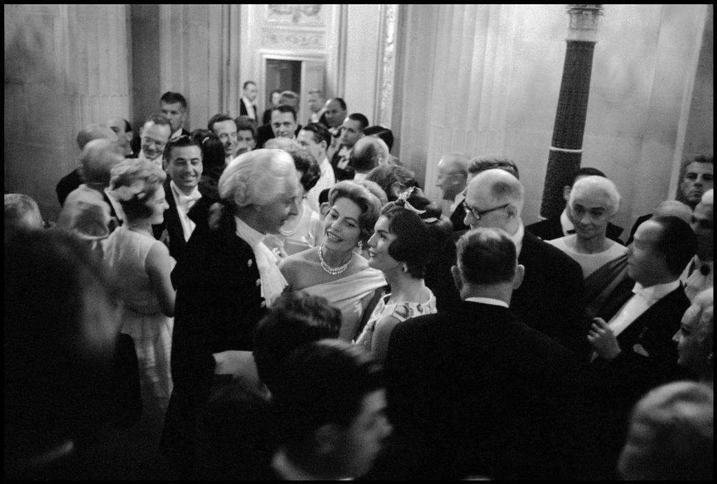 FRANCE. Versailles. 1961. President John KENNEDY and First Lady Jacqueline KENNEDY's state visit culminated with a dinner at the Castle of Versailles..jpg