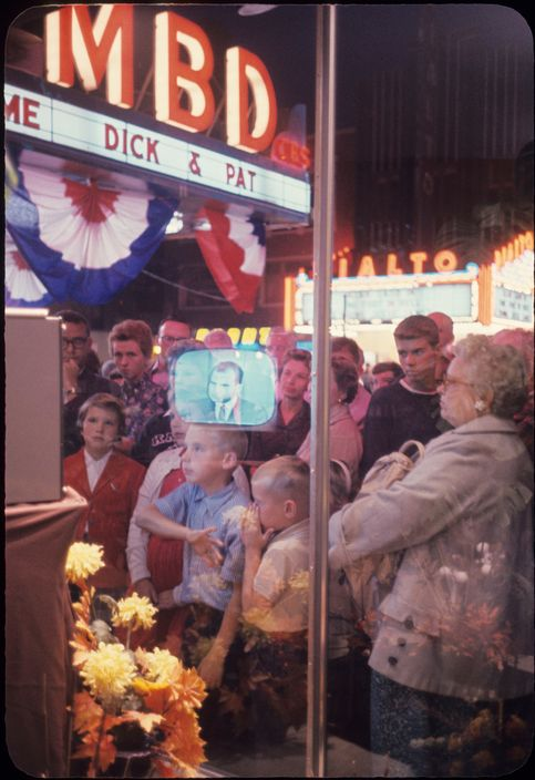 USA. Peoria, Illinois. September 14, 1960. People watch Republican presidential candidate Richard Nixon on.jpg