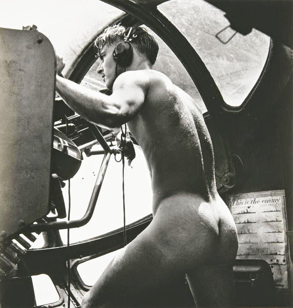 naked_gunner_rescue_at_rabaul_1944.jpg