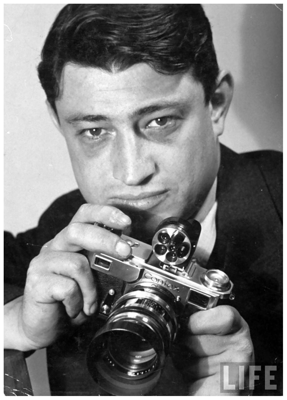 portrat-of-life-photographer-carl-mydans-w-camera-in-hand_bernard-hoffman-1937.jpeg