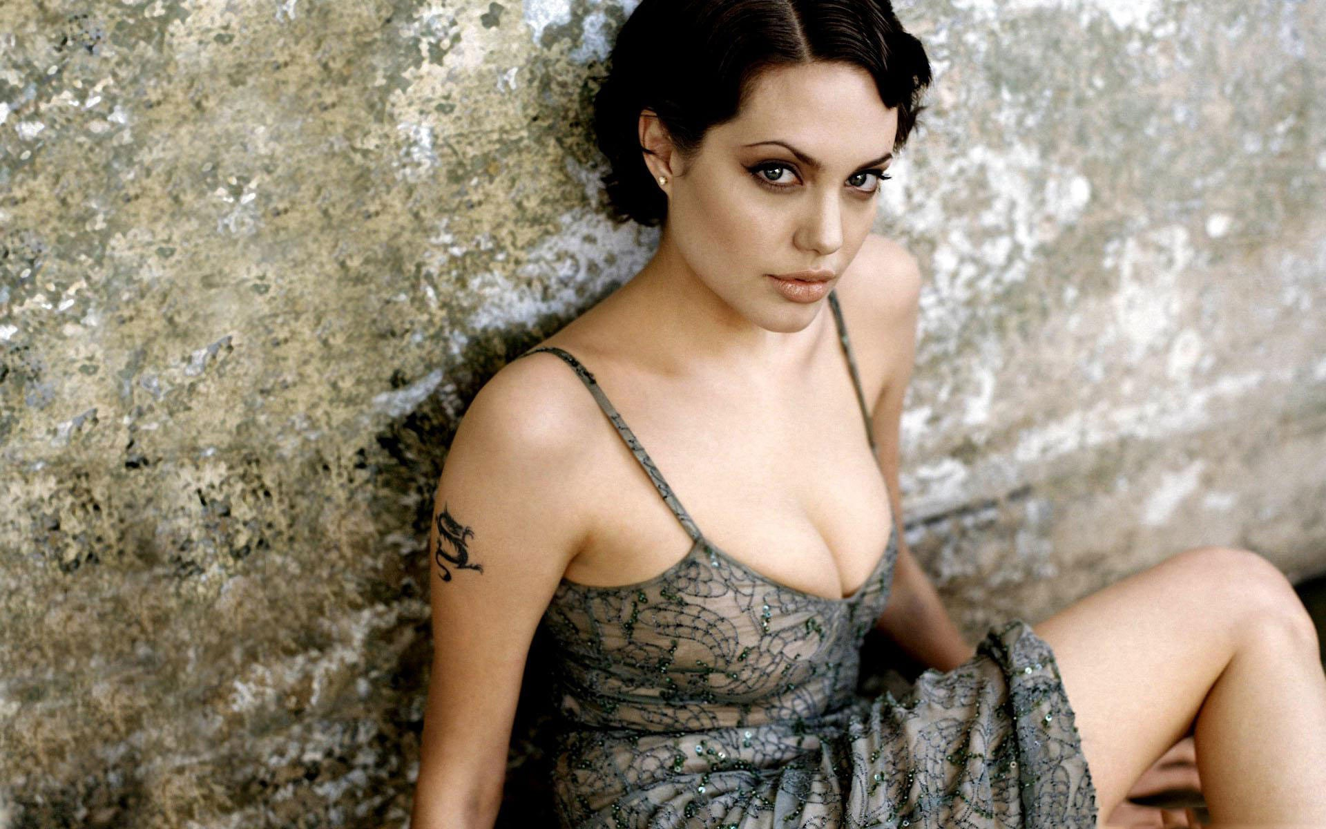 Angelina-Jolie-2013-Photoshoot-Background-HD-Wallpaper.jpg