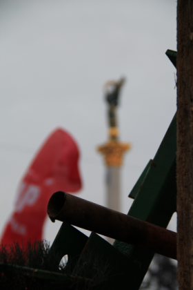 Ukrajna_Kijev_Majdan_barikad.png