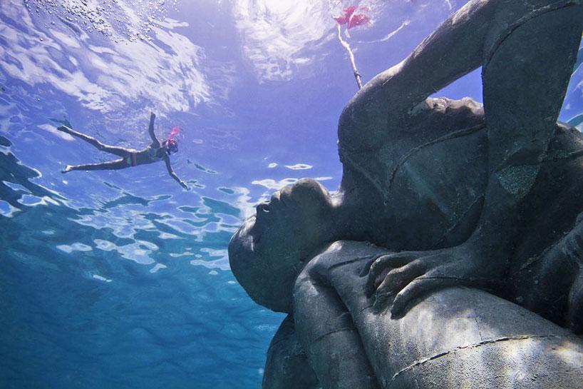 Gigantikus cementnő pihen a Karib-tengerben