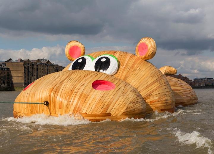 Gigantikus víziló úszkált a Temzén
