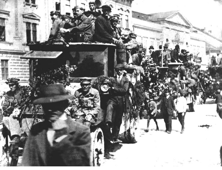 14. A Vörös-hadsereg bevonul Kassára.png