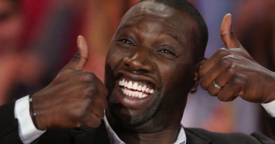 Omar-Sy-Thumbs-Up.jpg