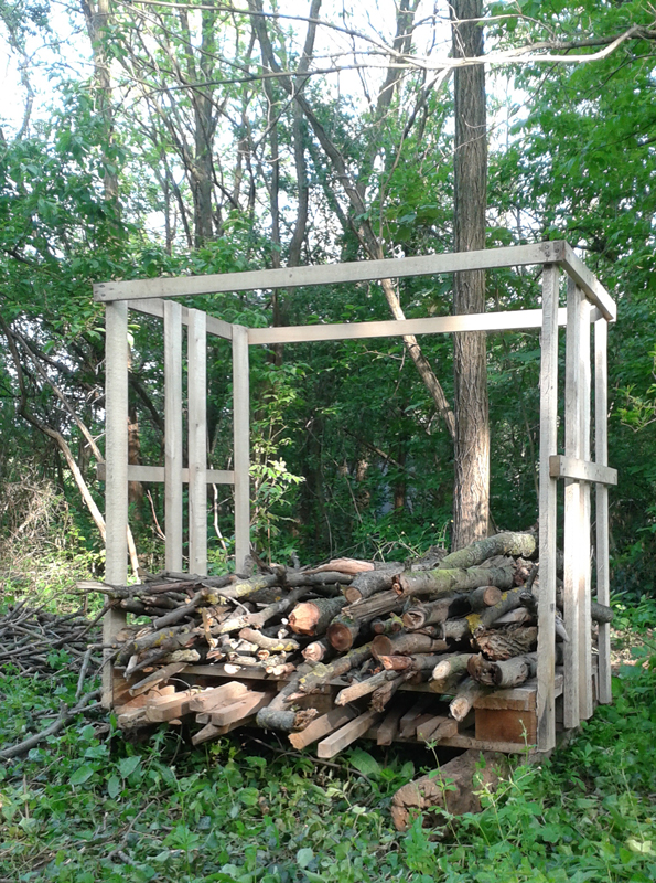 Bográcsgulyás és tábortűzifa tároló