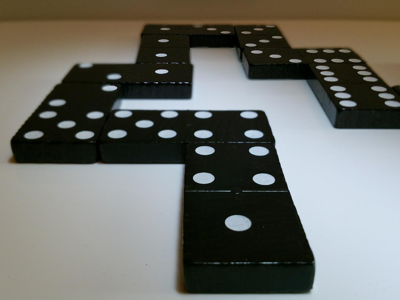domino-622570_1280.jpg