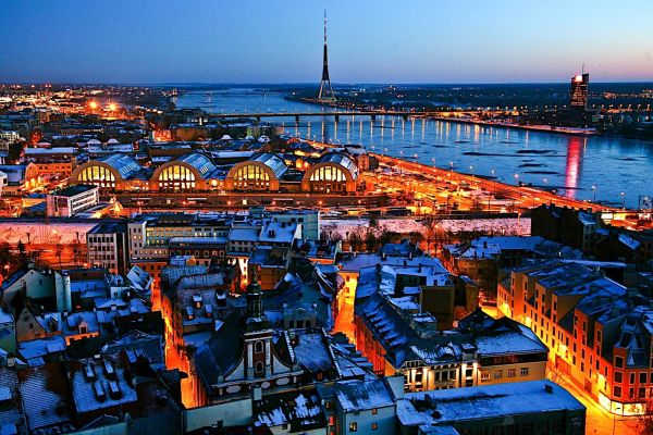 riga_latvia_night.jpg
