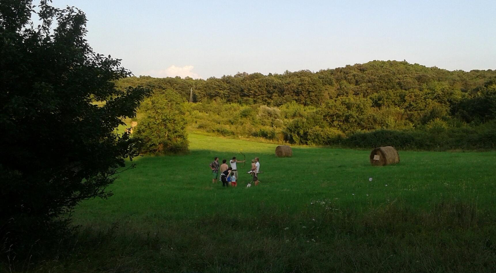 Tihany, barátok, relax. A nyilat később órákig keresgélték a fák között. :-)