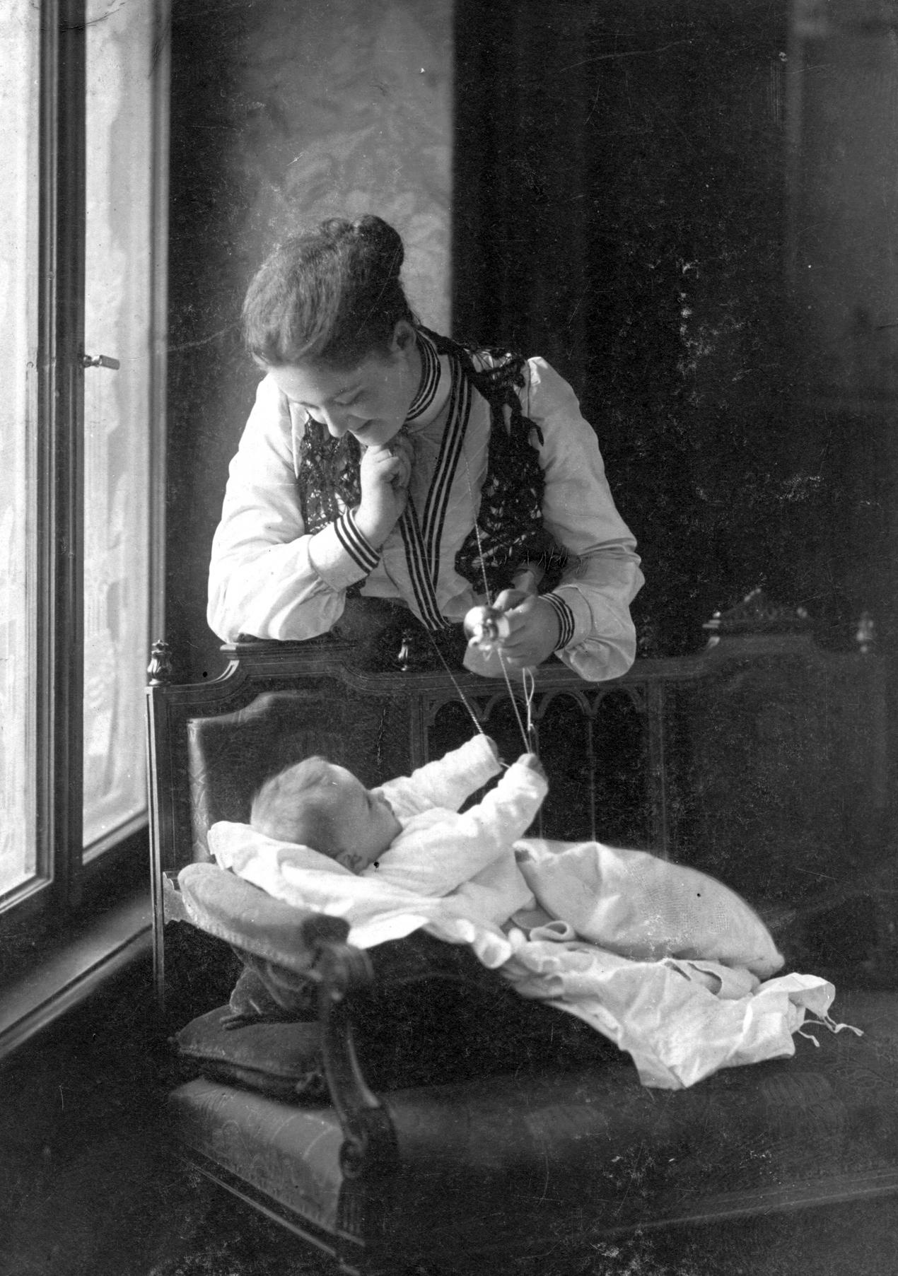 Anya gyermek 19. század vége.jpg