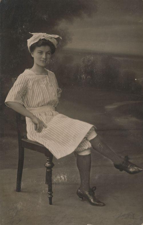 Dienstmädchen 1900.jpg