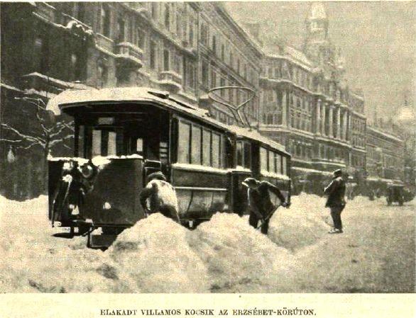 Elakadt villamoskocsik az Erzsébet körúton.jpg