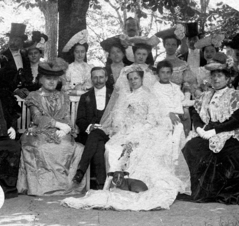Esküvő 1910-ben.jpg