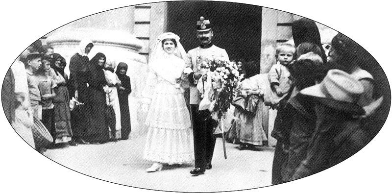 Esküvő a debreceni nagytemplomban 1910-es évek.jpg