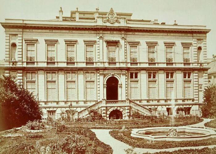 Károlyi Alajos palotája a kert felől.jpg