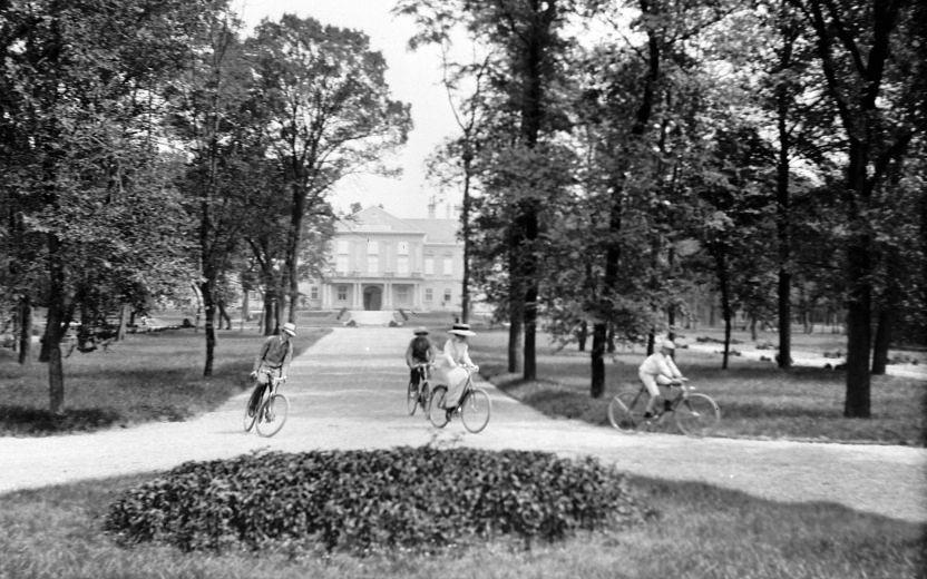 Soponya_Zichy_kerékpár_1913.jpg