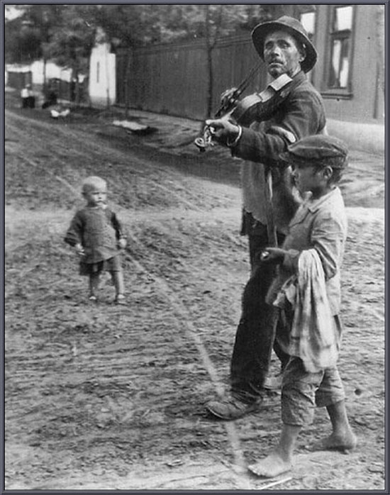 andre-kertesz-vak muzsikus 1922.jpg