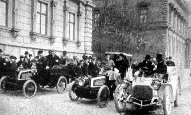 automobil_korzo_1902.jpg