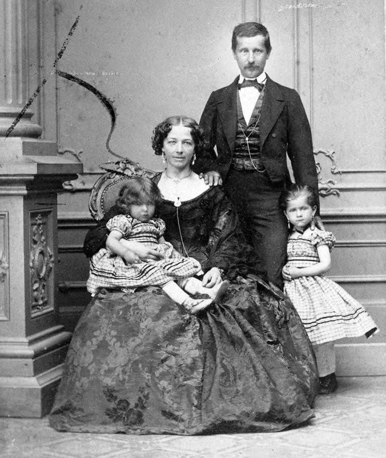 család 19. század vége1.jpg