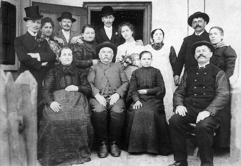 modos_gazda_csaladja_1907.jpg