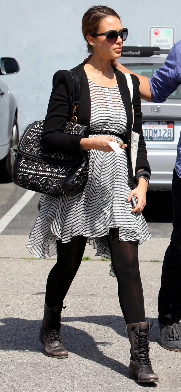 jessica-alba-cute-pregnancy-style-candid-street-style-los-angeles-outfit-inspiration-fashion-march-17-2011-2.jpg