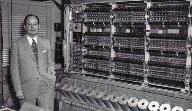 neumann-janos-2-660x4402.jpg