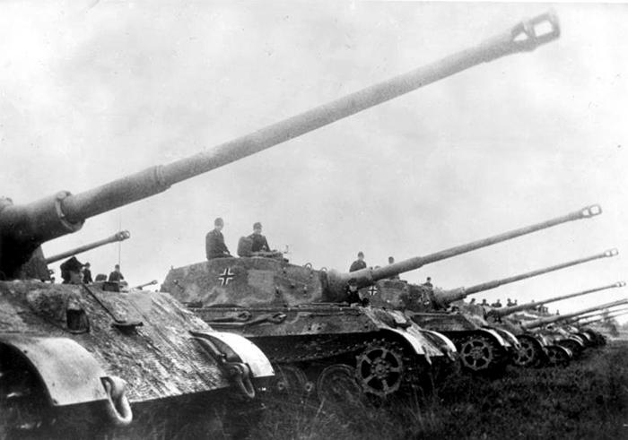 6 panzer army king tigers.jpg