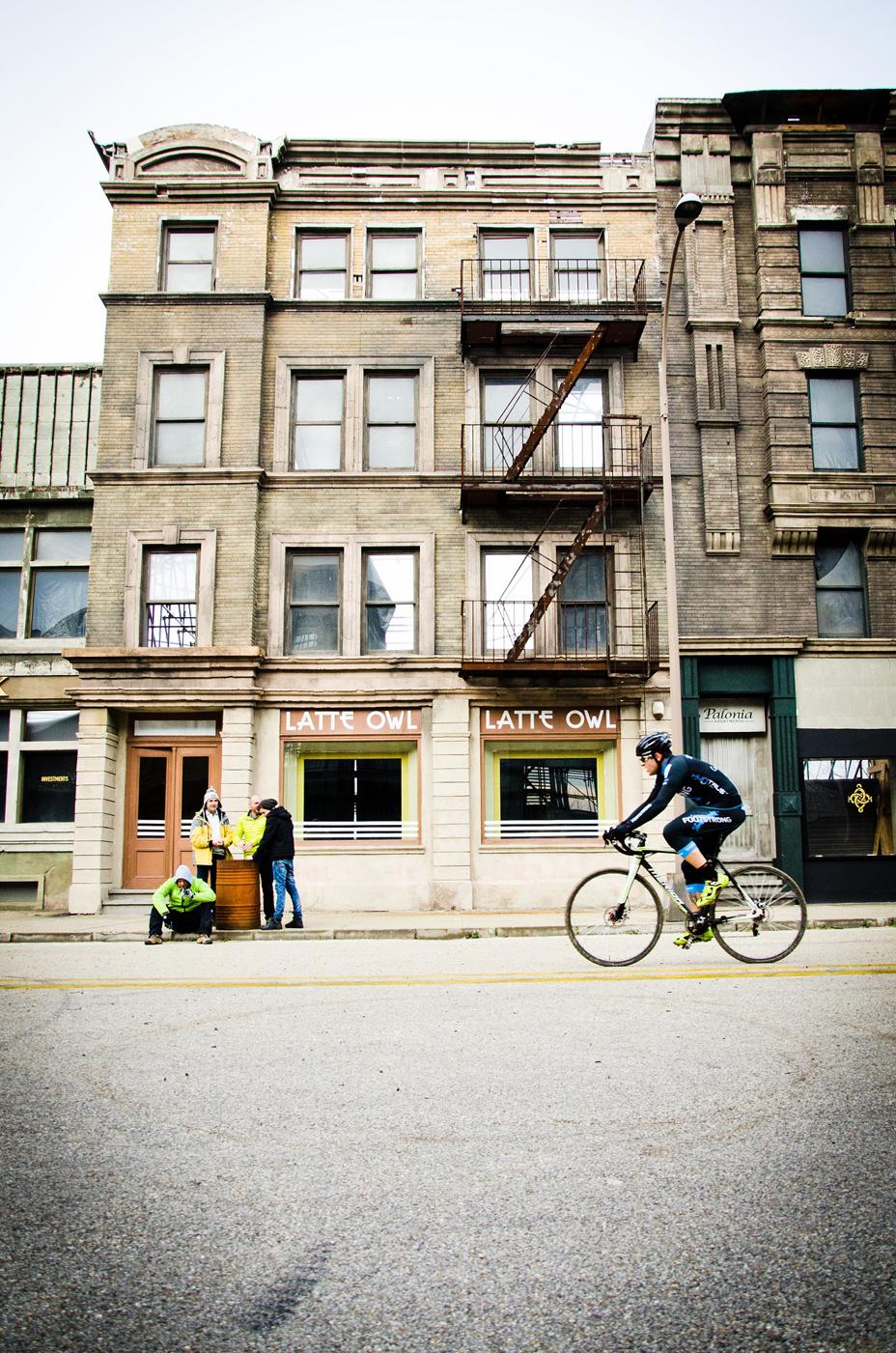 etyekcross_newyork_foto_bidon.jpg