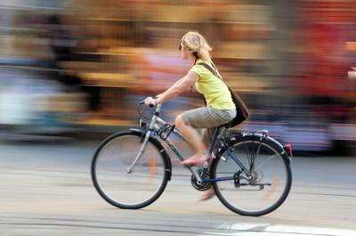 bicycle_girl_istock_000003775668xsm.jpg