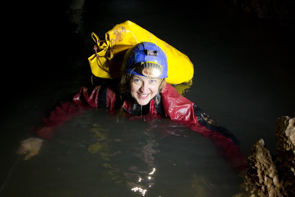 A vízben néha könnyebben lehet haladni. Vigyázat, neoprén aláöltözet javasolt. Fotó: Balázs Gergely