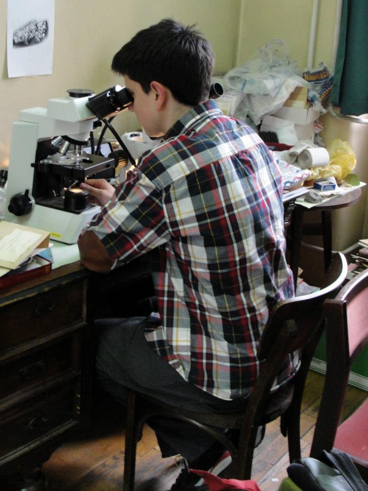 Veselin Shivarov lichenológus látogatása a Növénytár zuzmógyűjteményében (Synthesys)