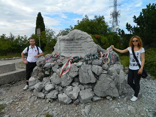 Közös olasz-magyar emlékmű a Monte San Michele csúcsán
