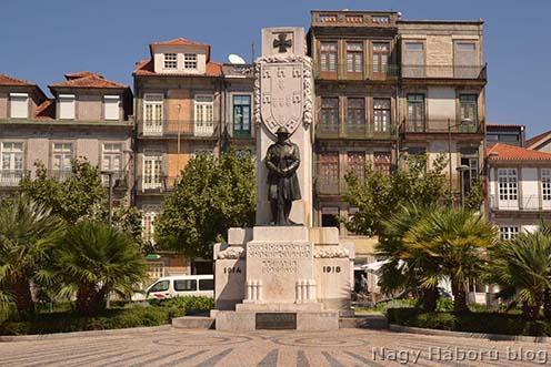 Az első felfedezés: Nagy Háborús emlékmű Portóban. Hasonló emlékművet több portugál városban is állítottak
