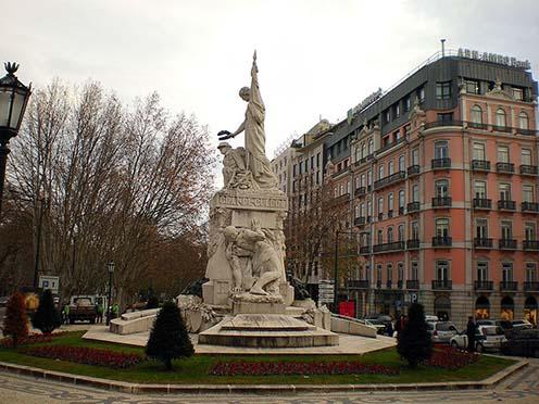 """""""Aos mortos da Grande Guerra"""" A Nagy Háború halottainak, emlékmű Lisszabonban"""