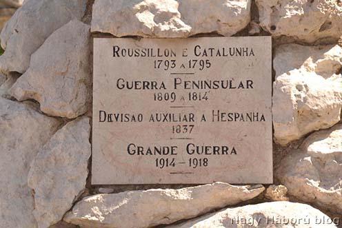 A cascaisi emlékmű tábláján szerepel a Nagy Háború is.