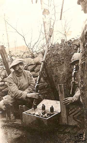 Gránátkilövésre alkalmassá tett francia Lebel puska