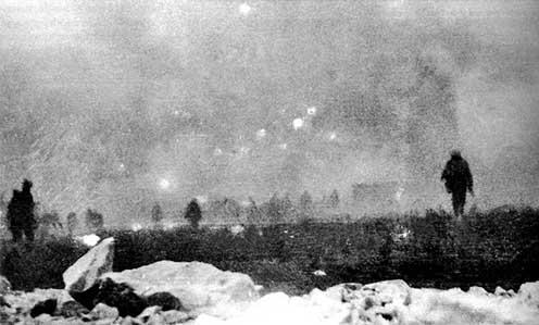 A brit 47. hadosztály katonái gázfelhőben támadnak a Loos melletti csatában
