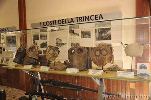 Különféle gázálarcok a redipugliai első világháborús múzeumban
