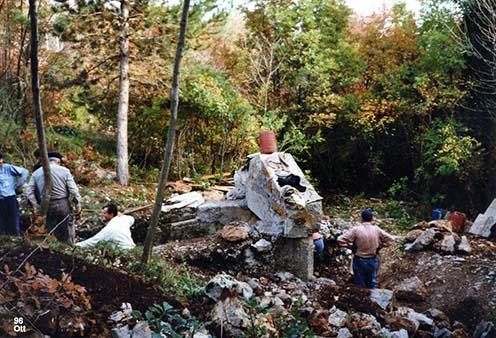 A bejárat 1996-os helyreállításának fázisai