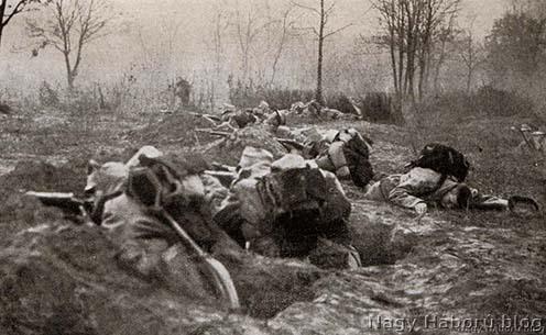 Támadó gyalogság 1914 őszén