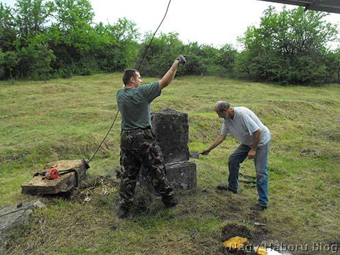 Florov százados sírkövének visszahelyezése 2009-ben