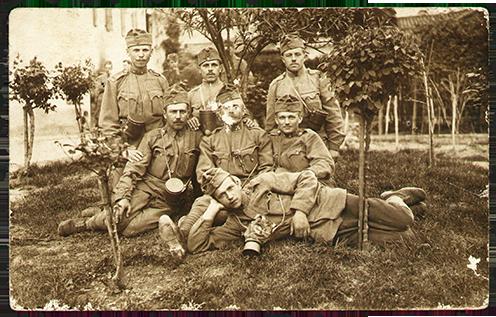 Sárosdiak Falze di Piavéban, Palló Mihály a felső sorban a jobb szélső