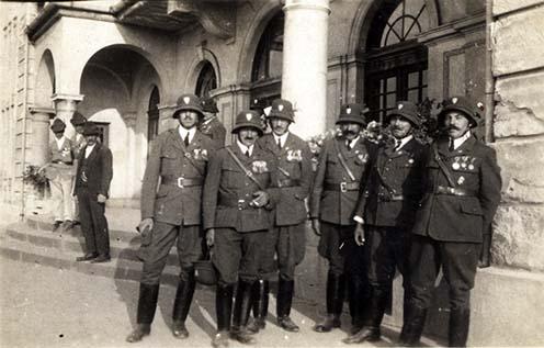 Sárosdi frontharcosok a Felvidéken 1938 novemberében. A képen: Kovács János, Kiss János, Kovács Ferenc, Kovács (?), (?) és Palló Mihály
