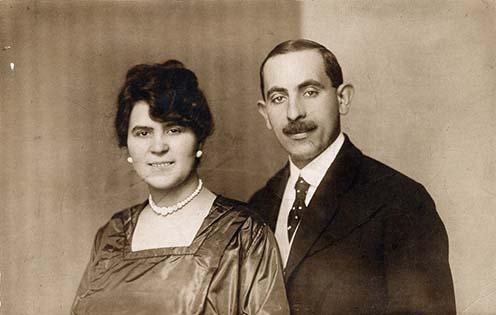 Ez a szüleim, Schosberger József és Feith Paula esküvője. 1919-ben volt Budapesten.