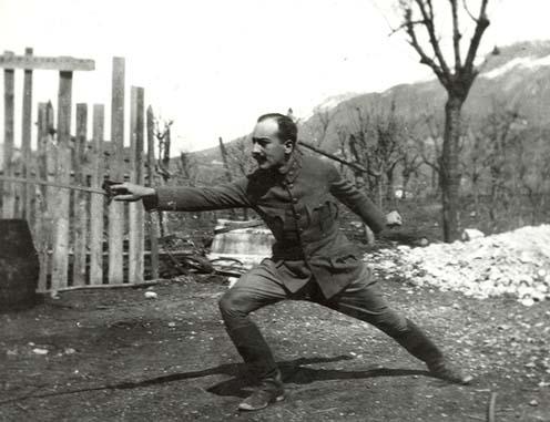 A kép apámat ábrázolja az első világháború második vagy harmadik évében az olasz fronton. Valahol Trento környékén voltak.