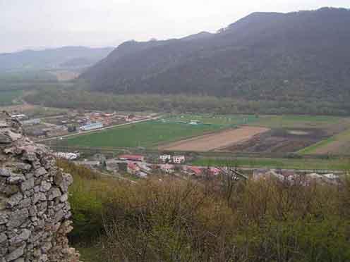 Az őrmezei képeslapon látható terület Barkó község határában, Barkó várából fényképezve (forrás: panoramio.com)