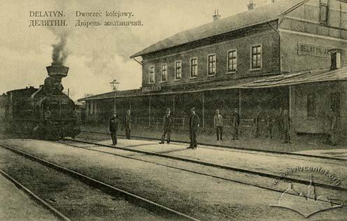 Delatin vasútállomása korabeli képeslapon