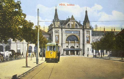 A pécsi vasútállomás korabeli képeslapon