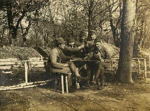 Borozó osztrák–magyar tisztek valahol az orosz fronton